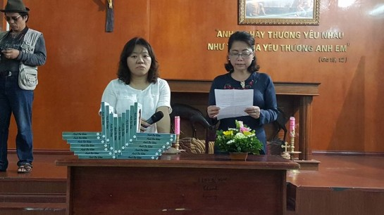 Doan Trang and chi Ha at book launch
